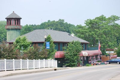 Olde Harbor Inn Exterior