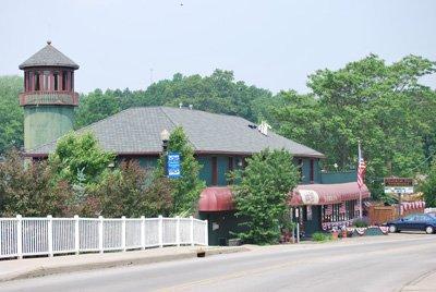 Olde Harbor Inn Exterior