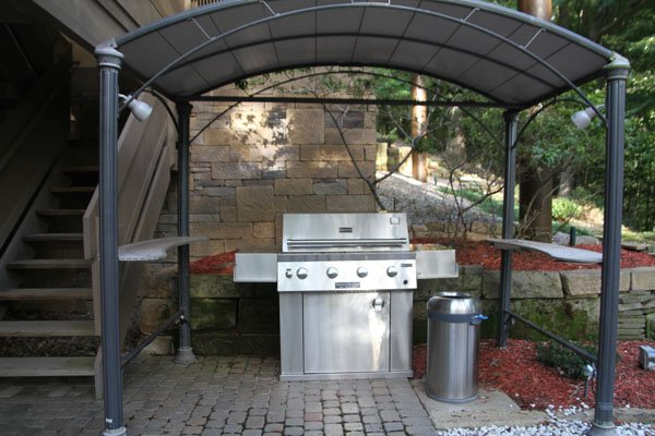 10 naturalgasgrill with cover.jpg