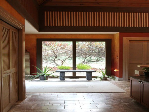 3 entrancehallway to kitchen.jpg