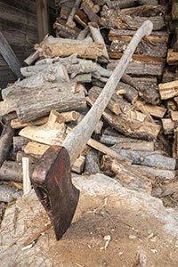 wood-chopping_28558958.jpg