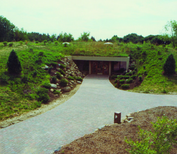 Visitors center entrance, 1991.jpg