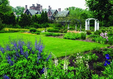 StanHywet_Manor House from Great Garden.jpg