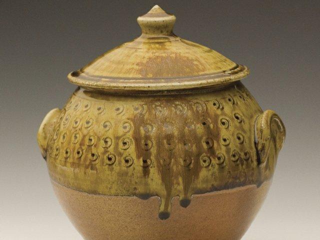 Holmes Co Pottery jar.jpg