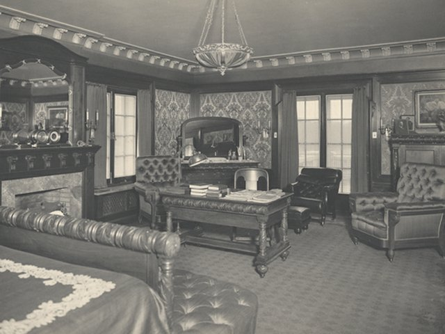 Barber's Bedroom (2).jpg