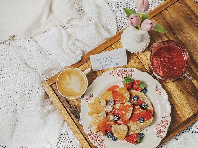 Breakfast in Bed H