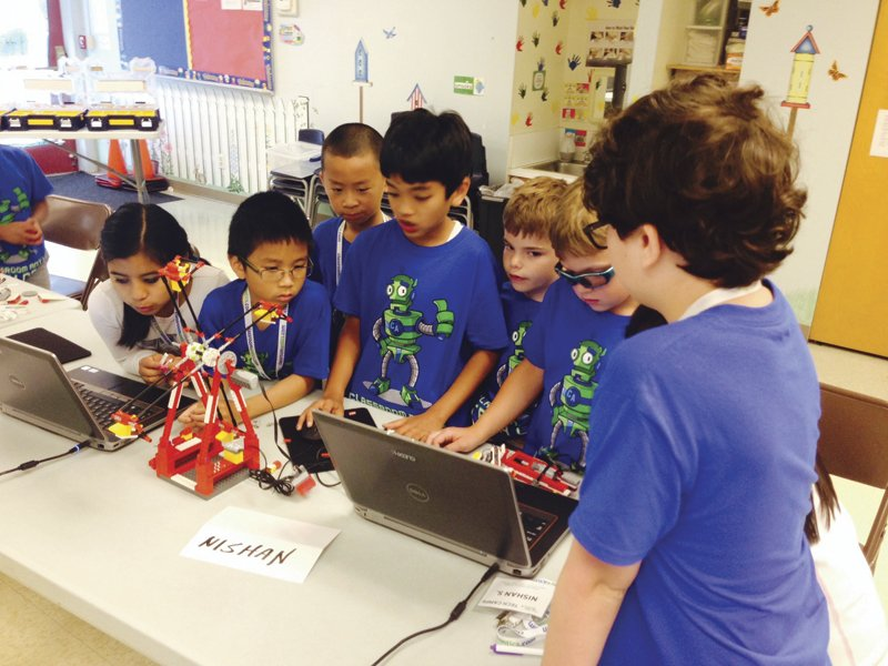 Hero Image - Jr LEGO Robotics - Group.jpg