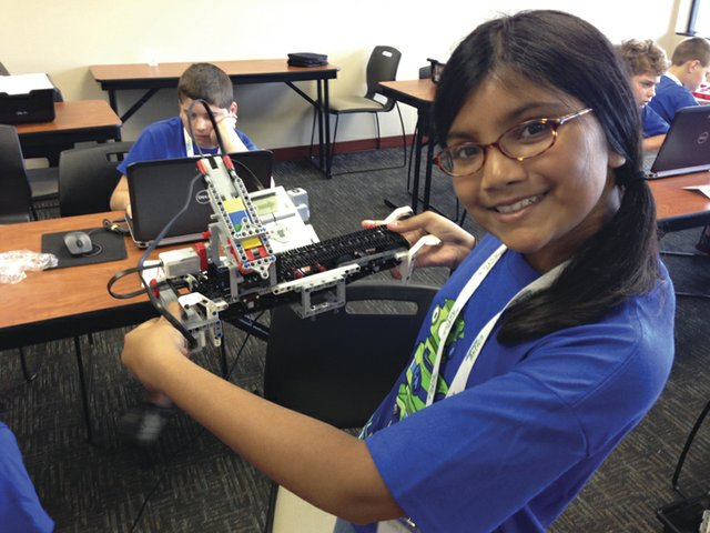 Hero Image - LEGO Robotics - Girl.jpg