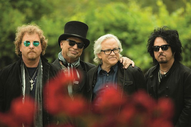 "8-25 Toto ""40 Trips Around The Sun Tour"".jpg"