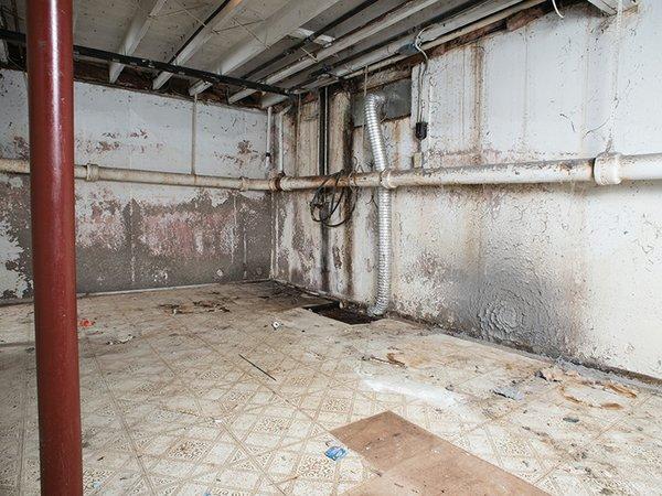 01_basement_waterproofing_set_4_before.jpg